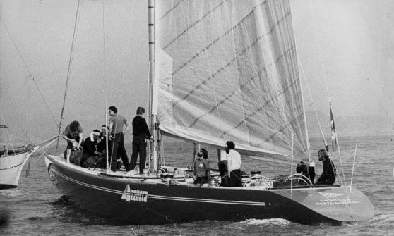 Golette, catamarani, vele rigide e ciclisti: le foto che hanno fatto la storia della Coppa America