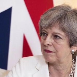 Brexit, passa la legge cancella norme europee. May si salva