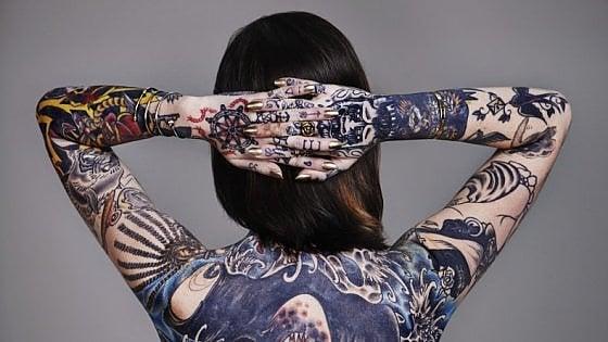 I tatuaggi liberano particelle di colore che viaggiano nel sangue