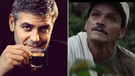 George Clooney e, a destra, uno dei tre volti di contadini nuovi testimonial della Nespresso