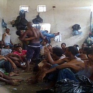 Libia, per i migranti le alternative al carcere ci sono: il negoziato con le autorità di Tripoli
