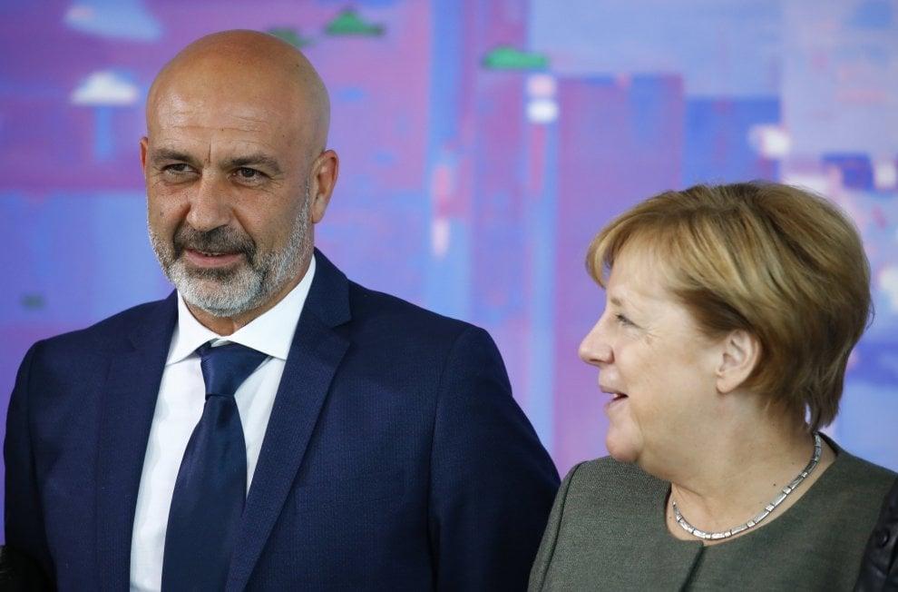"Amatrice, Merkel al sindaco Pirozzi: ""Vi ringraziamo per l'amatriciana"""