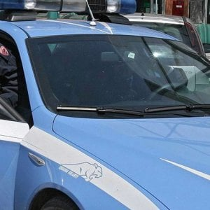 Segrega la figlia per 4 anni e la dà in sposa per 15mila euro |  uomo arrestato a Firenze