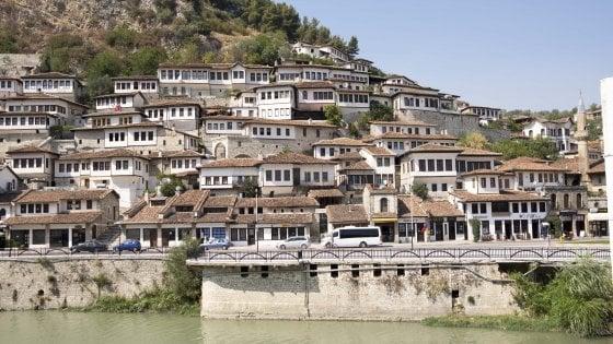 Tra archeologia e bunker, il fascino e le contraddizioni dell'Albania