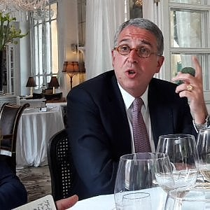 """L'addio di Cattaneo, l'accordo con Canal Plus. """"Così Vivendi controlla Telecom"""""""