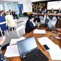 Reddito e risparmi, gli italiani più ottimisti: per il 60,8% lo stipendio basta