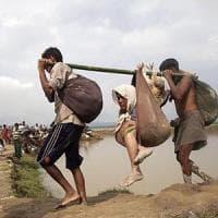 Myanmar,  oltre 400.000 Rohingya in fuga, il 60% sono bambini.