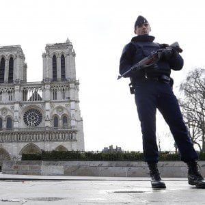 Parigi, aggredito militare nel metrò: nessun ferito