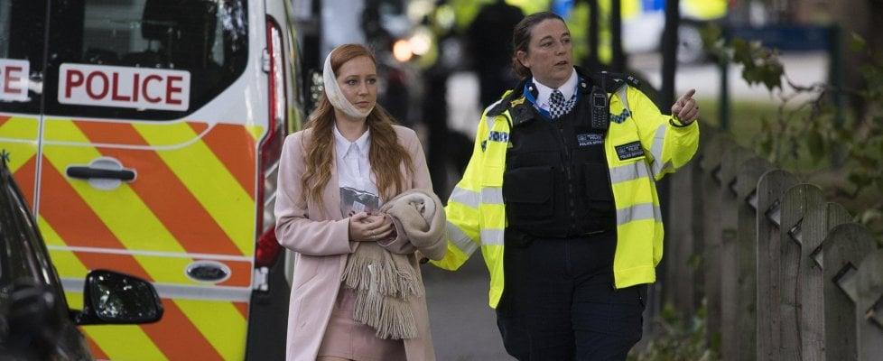 """Londra, esplosione nel metrò, 29 feriti. L'Isis rivendica. Alzata l'allerta: """"Rischio attacco imminente"""""""