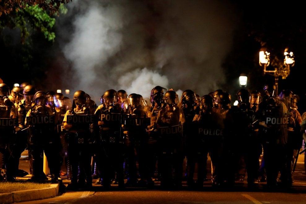 Usa, assolto ex poliziotto che uccise giovane nero: proteste e scontri a St.Louis