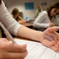 """Scuola, il decalogo alla rovescia: """"Copiate e non studiate"""""""
