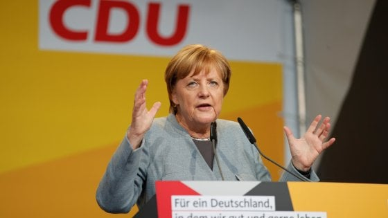"""Germania, la """"super-icona"""" Merkel che si è mangiata la politica dei tedeschi"""