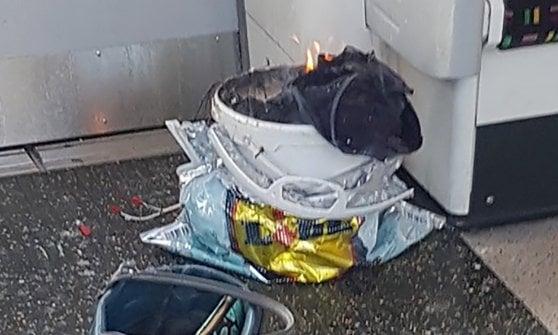 """Attacco metro Londra: arrestato un 18enne, città blindata. La polizia: """"Si cercano complici"""""""