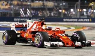 F1, Gp Singapore: Vettel, pole e lacrime. Hamilton insegue, è quinto
