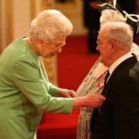 Attacco Londra, la coppia che ospitava i bambini rifugiati premiata dalla regina