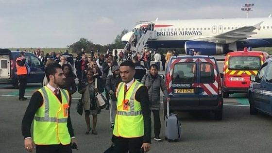 Attacco metrò Londra, arrestato secondo sospetto. Allarme rientrato per volo British Airways a Parigi