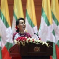 """Aung San Suu Kyi rompe il silenzio: """"Desolata, garantire il rientro dei profughi Rohingya"""""""