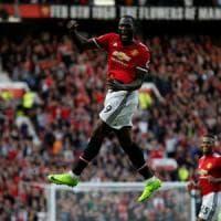 """I tifosi inneggiano a Lukaku """"superdotato"""". E lo United minaccia multe: razzisti"""