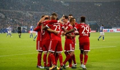 Tris del Bayern in casa dello Schalke Ancelotti vince il derby delle panchine