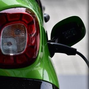 Norvegia, il paradiso delle auto elettriche. Ora non bastano le colonnine di ricarica
