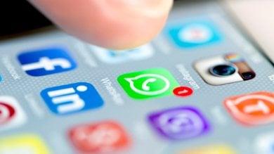 Scorciatoia da Facebook a WhatsApp il social network testa il pulsante