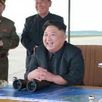 """Pyongyang: """"Pensiamo di far esplodere bomba all'idrogeno nel Pacifico"""". Kim contro Trump:..."""