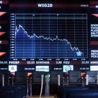 """Cina contro S&P sul taglio del rating: """"Decisione sbagliata"""". E l'agenzia declassa anche..."""