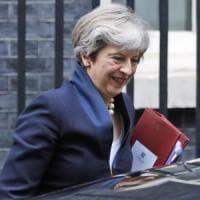 Brexit, May apre: più concessioni e diritti ai cittadini Ue. Ma c'è un problema