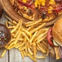 Obesità, aumentano anche fra i poveri le vittime del junk food