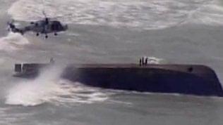 La barca si rovescia: salvataggio da brividi della Guardia Costiera