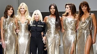 Milano moda: Cindy, Naomi, Claudia, Carla.. le supermodel tornano a sfilare per Versace