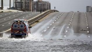 Uragano Maria, crolla una diga a Porto Rico:  70 mila abitanti in fuga da due città inondate · video