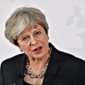 """Theresa May: """"Usciamo dall'Unione ma restiamo in Europa. Onoreremo gli impegni, saremo sempre alleati"""""""