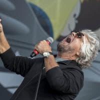 Rimini, Grillo apre seconda giornata cantando. Tensione ai vertici: Fico