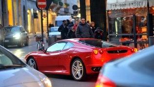 Auto di lusso in via Montenapoleone