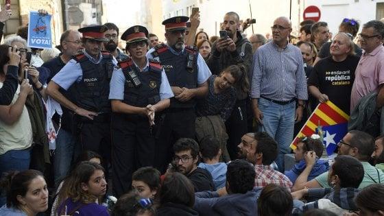 """Referendum Catalogna, Madrid """"commissaria"""" anche i Mossos. Barcellona: """"Intollerabile"""""""