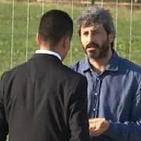 Rimini, Grillo apre seconda giornata cantando. Tensione ai vertici: Fico giù dal palco...