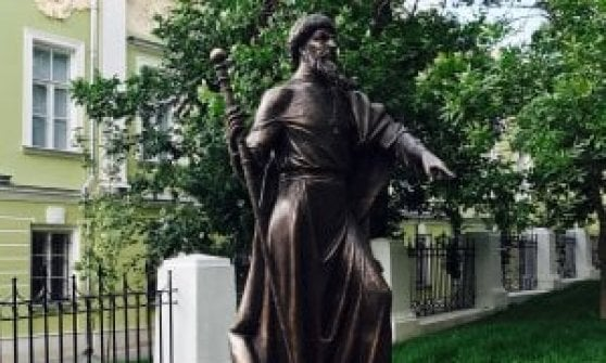 Russia, da Kalashnikov ai leader Urss: le statue che dividono