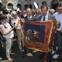 """Lite sulla bandiera veneta: """"Vietato imporre il Leone"""""""
