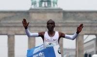 Kipchoge trionfa a Berlino ma il record non arriva
