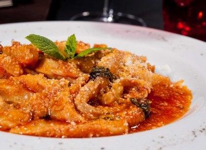 Tra piatti tipici, enoteche e pop, ecco la Roma gastronomica di Tommaso Paradiso