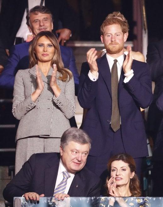 Invictus Games, Harry e la fidanzata Meghan sugli spalti: ma il principe siede vicino a Melania
