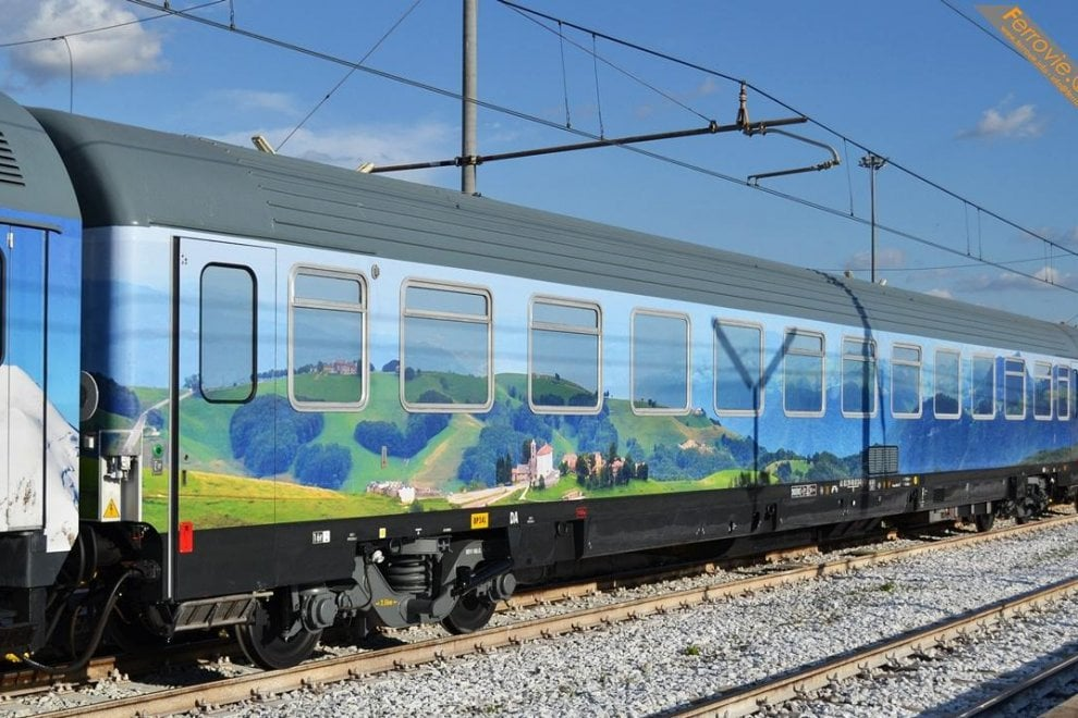 Arrivato a Roma il treno che sarà usato dal Pd per il tour di Matteo Renzi