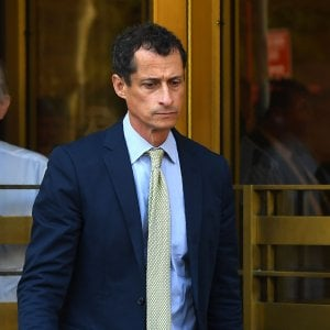 Usa, 'sexting' con minorenne: Anthony Weiner condannato a 21 mesi carcere