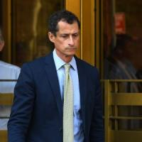 Usa, 'sexting' con minorenne: Anthony Weiner condannato a 21 mesi carcere