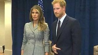 Harry incontra Melania Trump:per i social la foto è un rebus