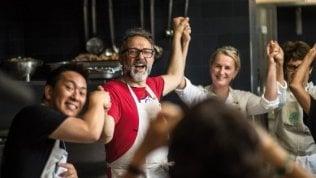 Chef contro lo spreco alimentare:Bottura premiato a New York per il progetto di cibo e solidarietà