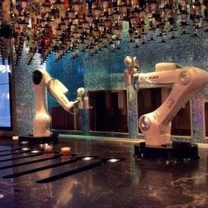 """Robot dietro il bancone, la risposta dei barman: """"Questo mestiere è un'altra cosa"""""""