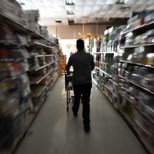 Supermarket, meglio infedeli. Cambiare spesso catena fa risparmiare sulla spesa