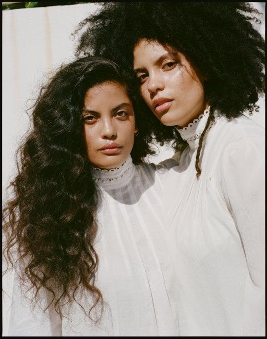 """Ibeyi, le gemelle cubane che mescolano poesia e realtà: """"La musica, un modo per ricordare"""""""